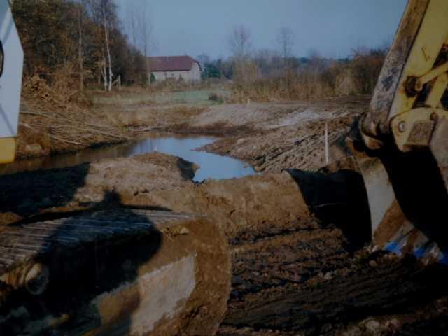 hoch stehendes grundwass, vor allem auch die Hanglage Richtung Selfkant-Süsterseel sorgt noch am ersten Tag für sprudelnden Wassernachschub für Wasser