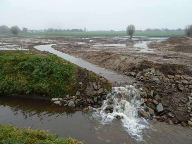 bis er schließlich kurz vor der N274 nochmals Wasser in den Rodebach abfließt