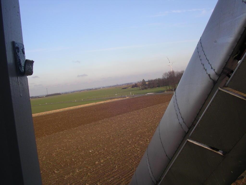 Windmühle als Brutfelsenersatz: Freier Anflug von O / SO, direkt aus dem Raum Waldfeucht, Heinsberg ... . Es wird äußerst spannend werden!