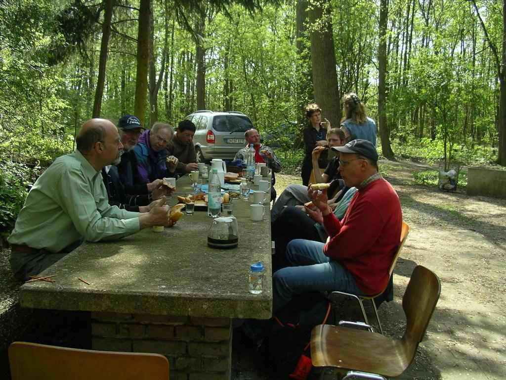 Als wenn wir nicht schon genügend verwöhnt worden waren, wartete am Anglerclubheim, direkt am Barmener See, ein etwas verspätetes Frühstück!