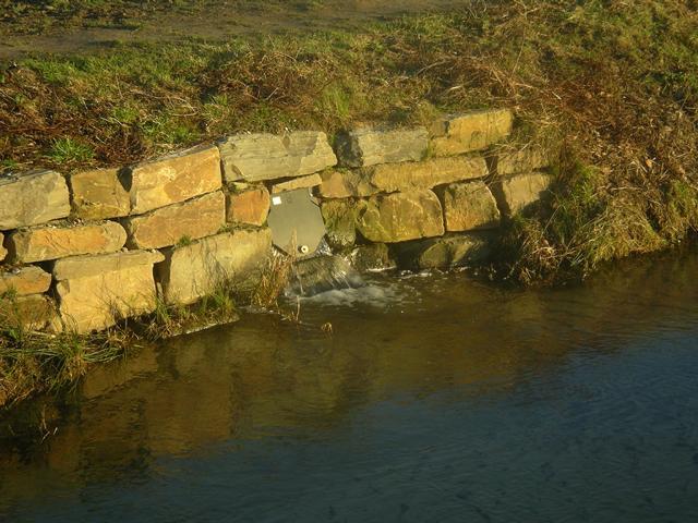 So geklärt fließt das Wasser wieder in den Rode Beek zurück.