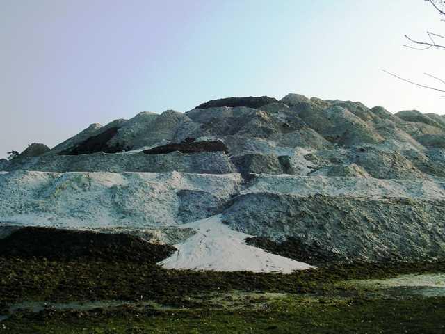 das Maerial für den künstlichen Berg stammte aus den Renaturierungsarbeiten N.u.L. R./R. sowie wie hier aus dem Erdaushub des neugeschaffenen `visvijver bei Schinveld/Onderbanken