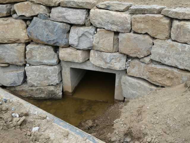 """es brauchte schon länger, bis das  """"geheimnisvolle Rohr"""" als Abwasserrohr der Mühle Richtung Nl identifiziert war"""