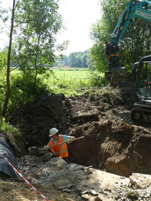 Bau des duikers, der den moeralsoop aufnehmen soll (im Hinmtzergrund die Roermolen)