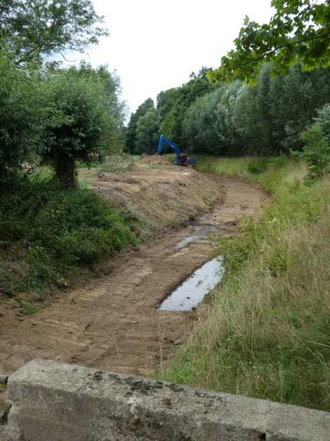 paralll dzu auch hier, Entfernen der Beronplatten, Anheben des Rodebachuntergrundes aum rd. 50 cm