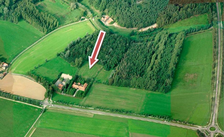 Der Pfeil auf dieser Luftaufnahme zeigt die Stelle, wo momentan die Bagger schon am Arbeiten sind.
